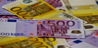 Un autoentrepreneur réalise 8 350 Euros de chiffre d'affaires