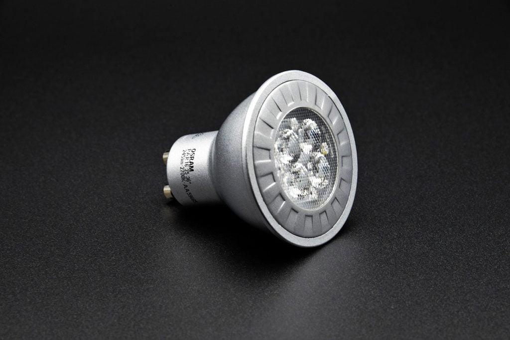 Remplacer des ampoules à incandescence par des ampoules écoénergétiques à LED