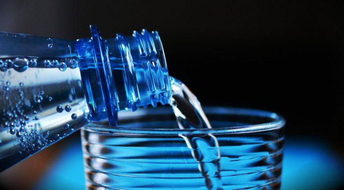 Boire beaucoup d'eau est important pour la digestion