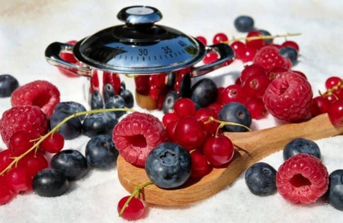 Baies : framboises, myrtilles, raisins
