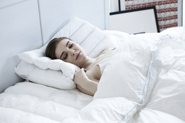 Mal de dos : dans quelle position dormir ?
