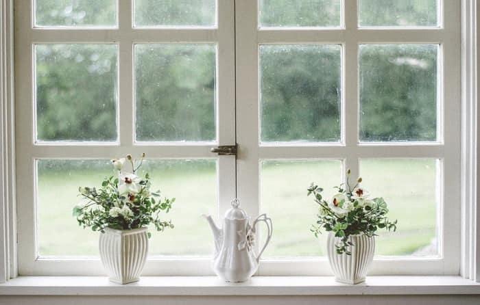 Ajoutez des coupe-froid aux portes et aux fenêtres pour une meilleure isolation en hiver