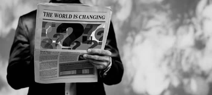 Les titres conventionnels d'un communiqué de presse utilisent le présent et excluent les articles inutiles